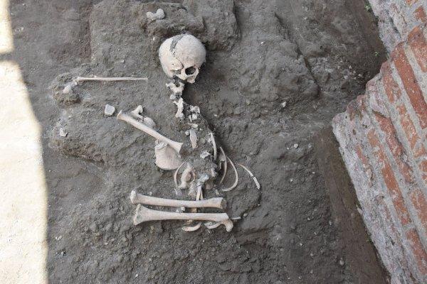 В Италии обнаружили останки заколдованного ребенка с камнем во рту