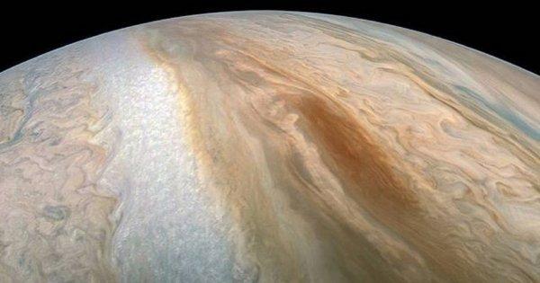 NASA опубликовало в Сеть фото облака в потоке Jet N5 на Юпитере