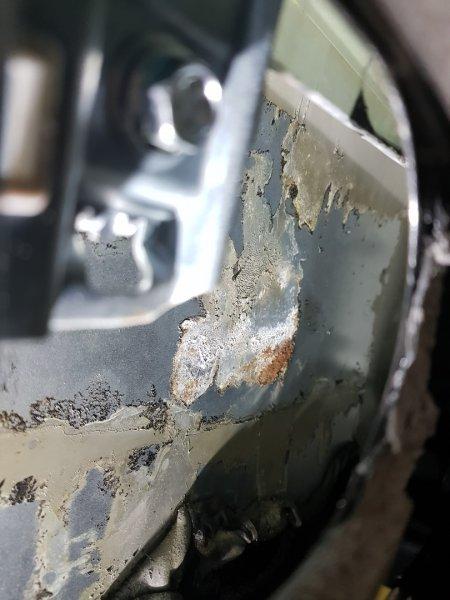«Под шумкой уже цветёт»: Владельца LADA Vesta шокировало качество шумоизоляции авто