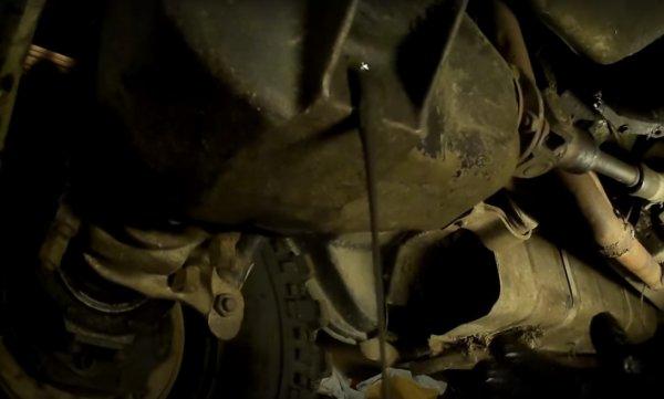 «Непонятная жижа»: Автомеханики показали, что было в УАЗ «Хантер» вместо масла