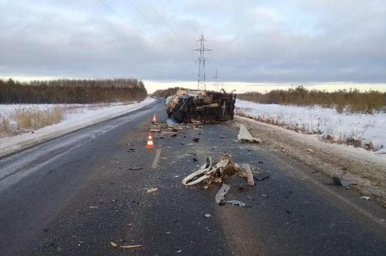 В жестком ДТП на трассе Тюмень - Ханты-Мансийск пострадали два человека
