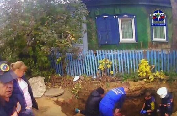 Сибиряк погиб, упав в выкопанную им же яму