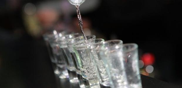 В результате употребления суррогатного спирта скончались пять человек