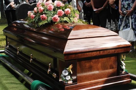Россиянка раскопала могилу матери, чтобы перевезти ее поближе к себе