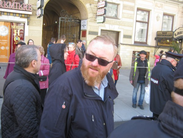 Виталий Милонов предложил арестовывать за селфи на путях метро