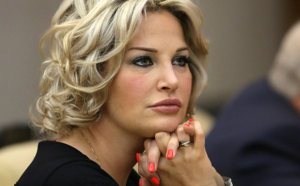 Максакова отозвала иск к новому мужу