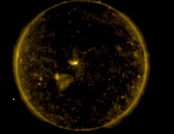 Странный НЛО обнаружен возле Солнца