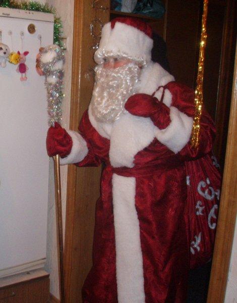 В Ростове на автомойке заметили Деда Мороза, моющего сани