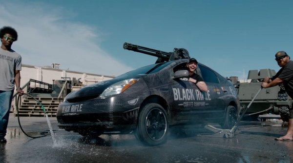 «Потому что хищники дорогие»: Toyota Prius обзавелся пушкой M61