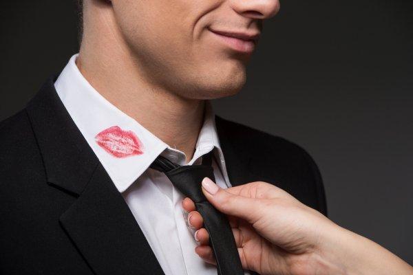 Эксперты: 50% мужчин не считают изменой поцелуй с другой женщиной