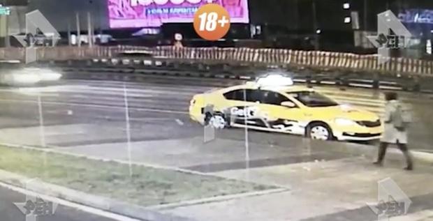 Молодую россиянку убило оторвавшимся у автомобиля колесом