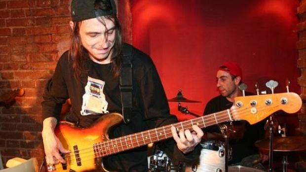 Популярный российский музыкант погиб, выпав с 17-го этажа