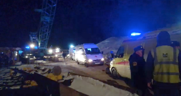 Официальная информация с места крушения моста в Югре: погибли двое, остальным оказывается помощь