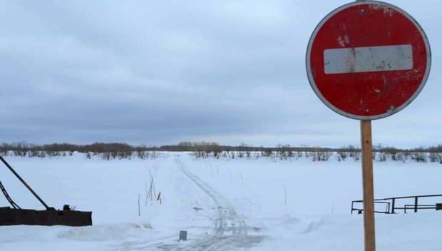 Водитель и пассажир автомобиля погибли, провалившись под лед на переправе в Югре