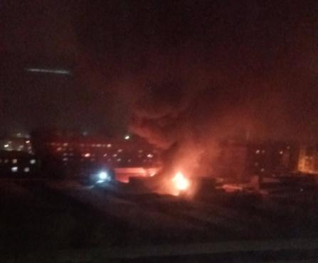 В Тюмени на Одесской пять часов тушили СТО