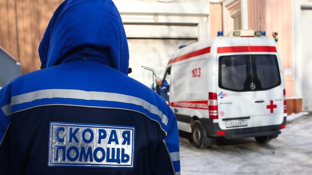 В Тюменской области медик скорой помощи, которая получила кулаком в ухо, босиком убегала от родственника пациентки