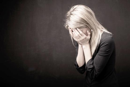 Тюменец пришел выбивать долг к девушке, а когда она отказалась платить, ограбил ее