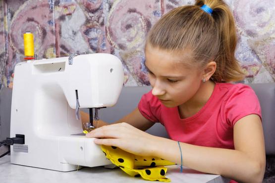 В тюменском центре подростков учат печь и шить