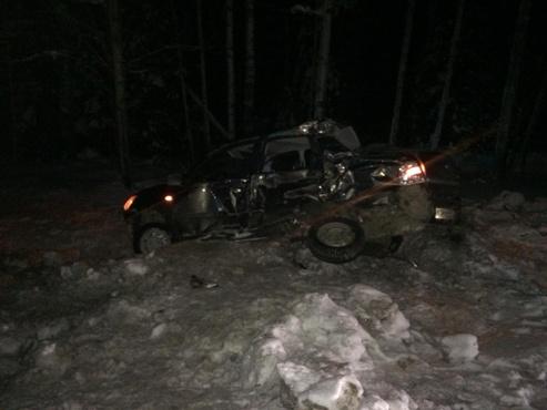 Водитель легковушки разбился насмерть на тюменской трассе, пассажирка получила тяжелые травмы
