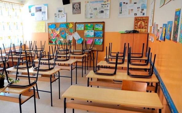 В тюменских школах отменили уроки первой смены
