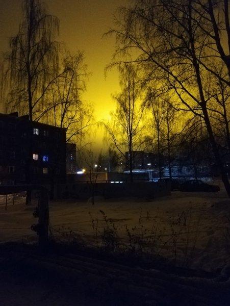«НЛО существует»: Жители Рославля засняли мощный луч света в ночном небе
