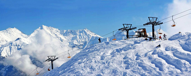 Два горнолыжника погибли в результате схода лавины
