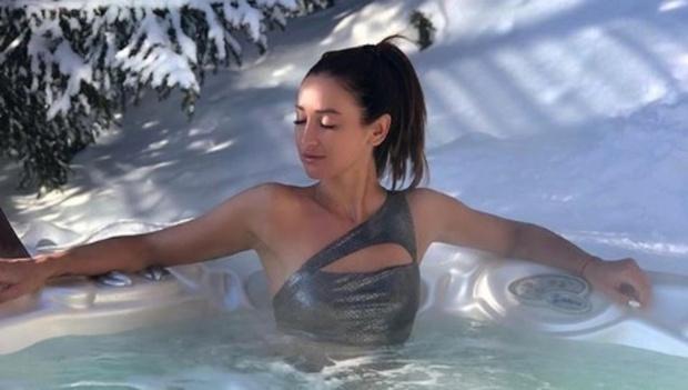 Ольга Бузова показалась полуголой в ледяной воде