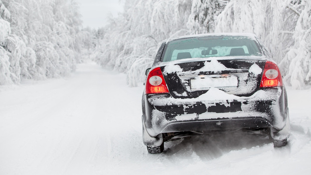 Трое мужчин едва не замерзли на югорской трассе