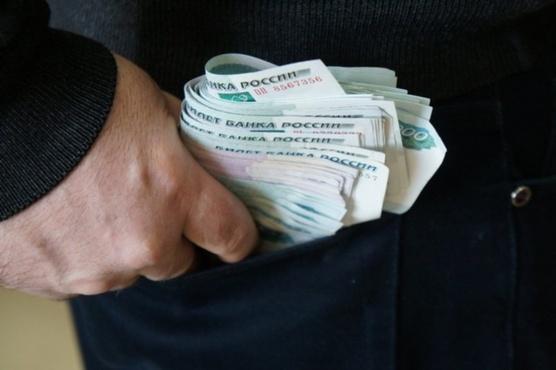 Мужчину могут арестовать на год из-за взятки в размере 200 рублей