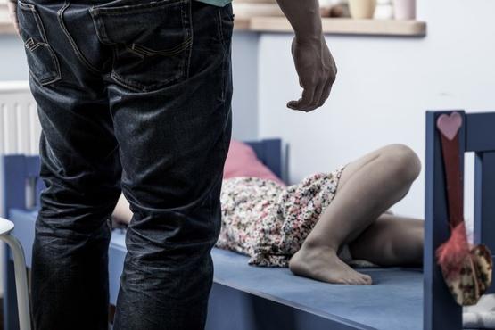 Россиянин запер знакомую в квартире и насиловал ее 3-4 раза в день