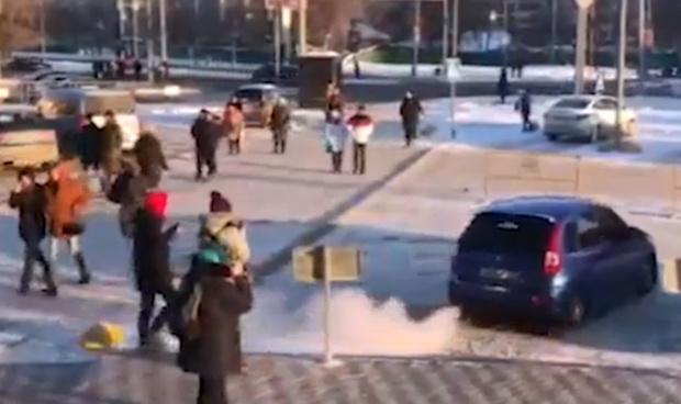 Пытались затащить в машину, стреляли: тюменцы стали очевидцами похищения девушки