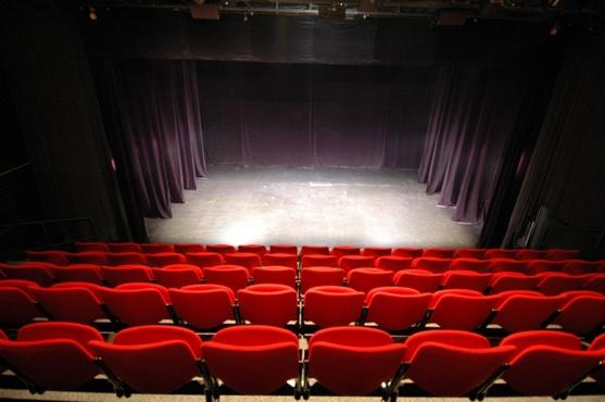 В Тюмени пожилые люди сыграли в пьесе