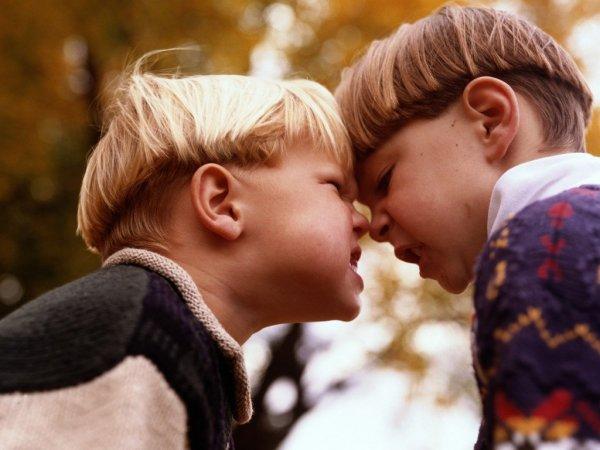 Запрещено – значит, интересно: Психолог рассказал, почему нельзя изолировать детей друг от друга