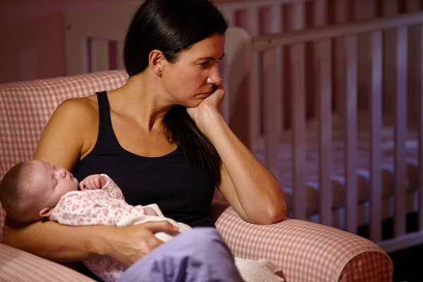«Яжматери» плачут: Вредные советы от бабушек подрывают здоровье младенца