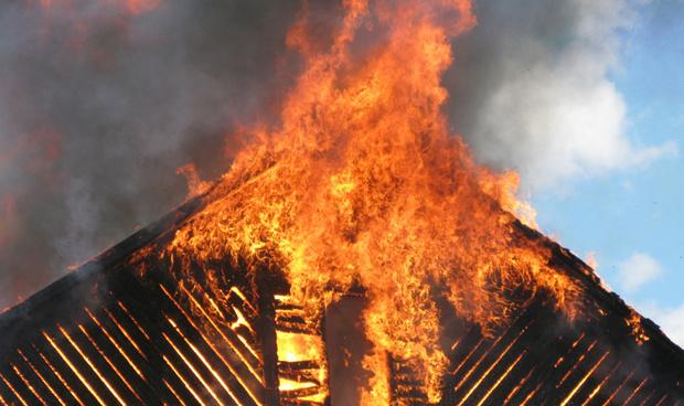 В тюменском селе заживо сгорел пожилой мужчина