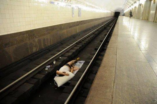 «Останешься без рук, без ног»: Бездействие сотрудников метро может стоить жизни