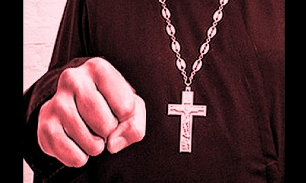 «Фирменная двоечка от святого отца»: На Урале священник избил пенсионерку - жертва