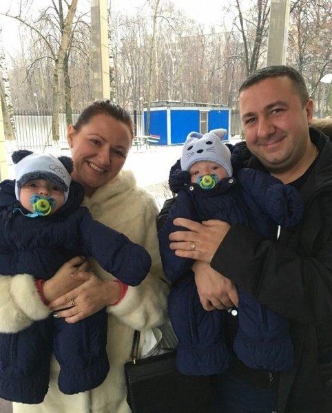 «Наживаются на детях инвалидах?»: Многодетная семья из Краснодара усыновила близнецов с ограниченными возможностями
