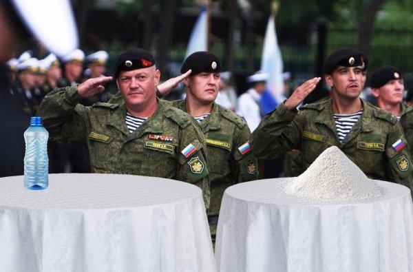 Во Владивостоке к приезду Путина и Ким Чен Ына солдатам постлали белые скатерти
